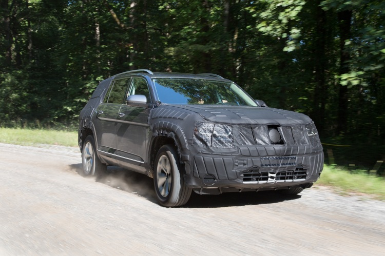 volkswagen-midsize-suv-prototype-front-three-quarter-in-motion-08